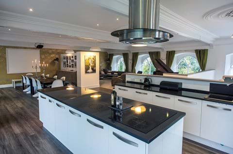 Fully equipped kitchen with granite worktops and wine fridge