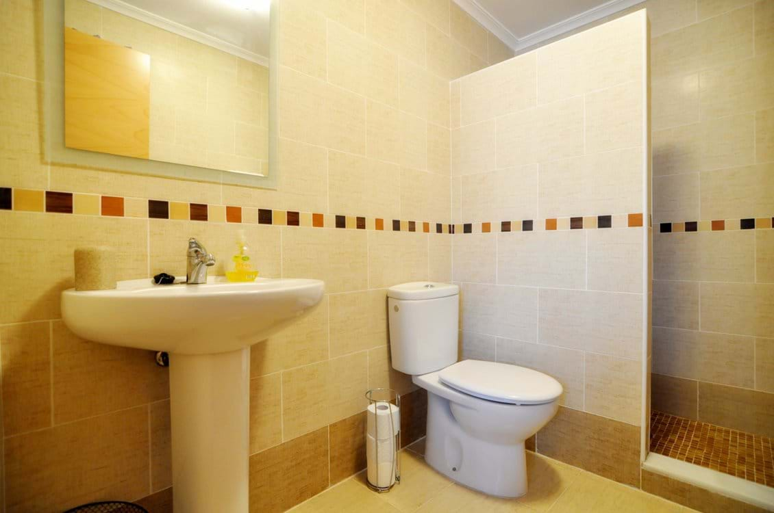 Ensuite off main bedroom with walk-in shower