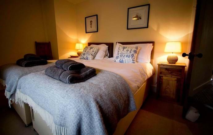 Bedroom 2 (twin configuration)