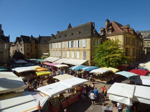 Bird's eye view of the farmers' market on Place de la Liberté from the apartment