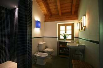 Villa Rustica 2nd floor bathroom