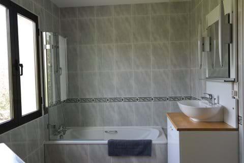 Ground floor bath/shower room.