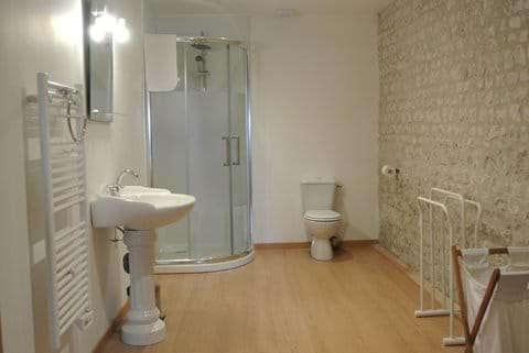 Chambre 2 salle de bain prive