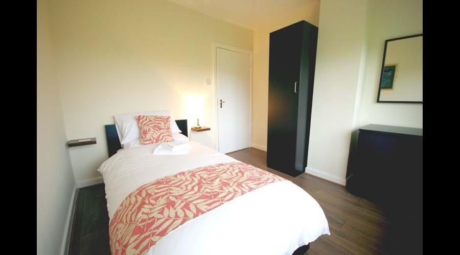 Image of Murmur Aeron single bedroom