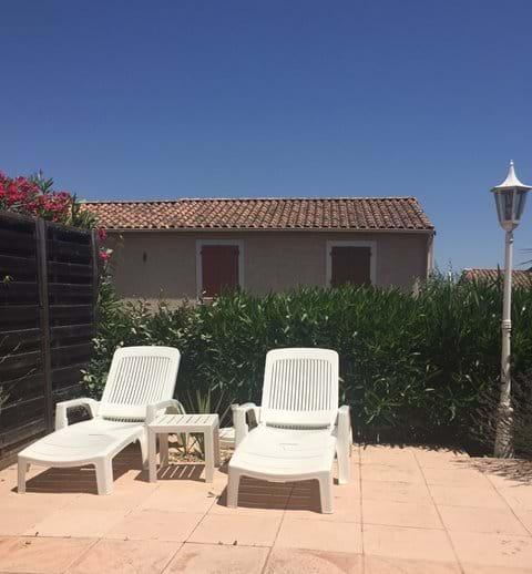 Enjoy sunbathing on the terrasse