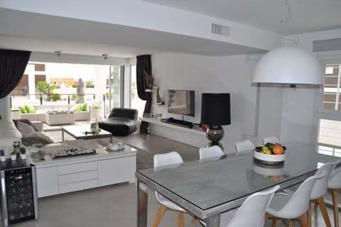 Overview spacious livingroom