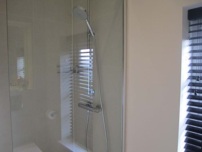 Large shower cubicle with power shower.