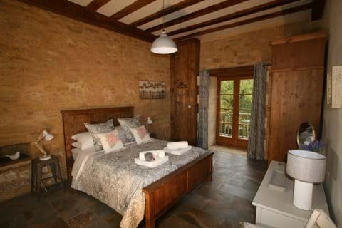 King size downstairs bedroom with luxury en-suite and balcony