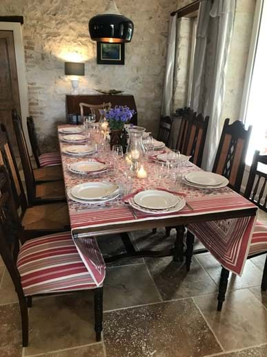 12 settings at dining room table Maison La Busaneth Lot-et-Garonne