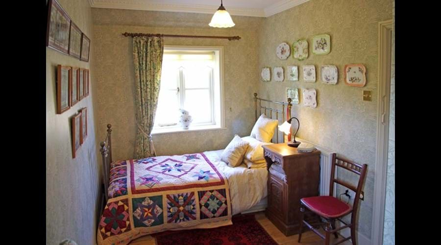 Albion Cottage single bedroom with pull out child