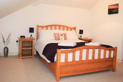 Top Floor Ensuite Bedroom- Kingsize Bed
