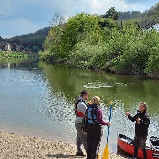 HIRE A CANOE FROM SHROPSHIRE RAFT TOURS, OR ENJOY A RIDE ON THE RAFT. GREAT FUN