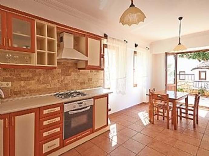 Villa Falcon kitchen/diner