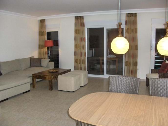 Dinning Lounge Area