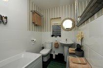 Golau Bore En-suite Bathroom