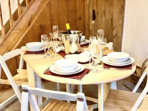 Ample dishes, glasses (whatever your favourite tipple), wine cooler and all the extra touches to enhance your enjoyment