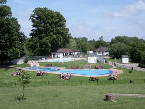 Swimming Pool and Splash Pool beside The Thames in nearby Wallingford