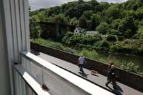 Relax in the armchair in the lounge and enjoy the wonderful view of the Iron Bridge