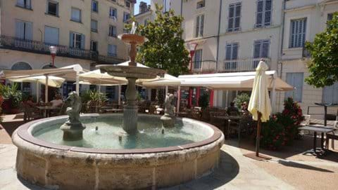 Fountain in front of restaurants in Nontron