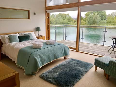 Cotswold Water Park Retreats - Waters Edge