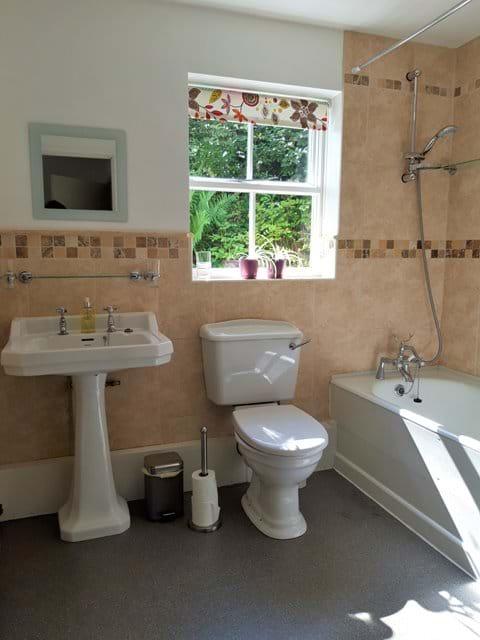 En suite with shower over bath