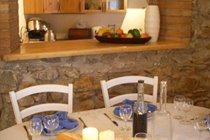 Comfortable, intimate and practical dining