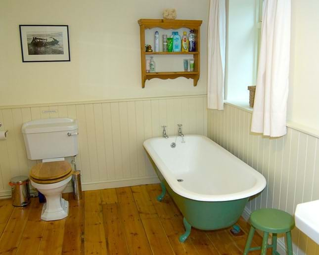 Upstairs bathroom. (There