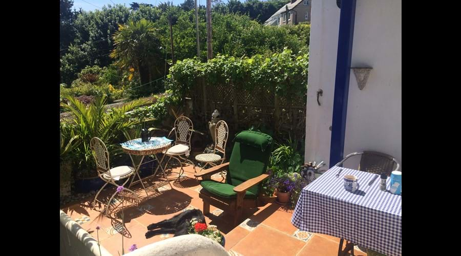 Alfresco dining in Seabreeze's sunny garden
