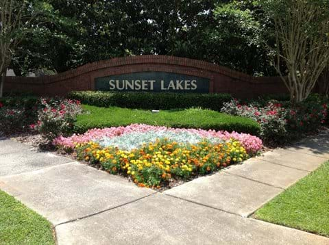 Welcome - Communal entrance to Sunset Lakes