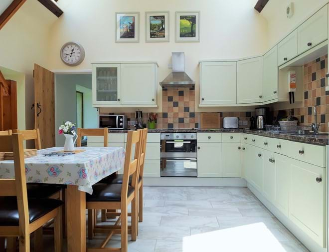 Light and bright fully equipped kitchen diner