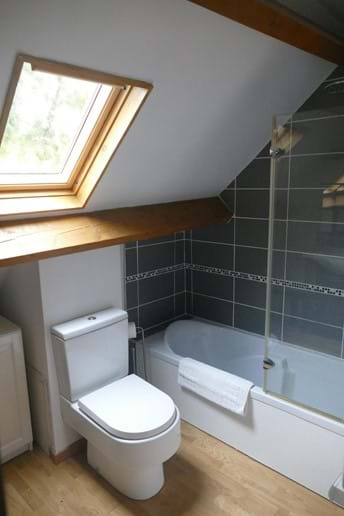 The bathroom for Bedroom Four in Le Noisetier