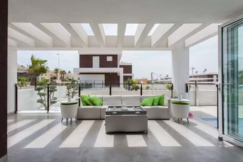 Bifold doors to terrace, for seemless inside out experience