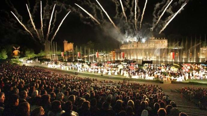 "Puy du Fou - Evening show - Voted ""World's best park"" 300 fireworks per show, 2,000 digitally controlled projectors, 4,500 costumes and many more special effects. It's a must see show"