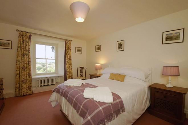 photo showing double bedroom at Eisteddfa holiday house Criccieth