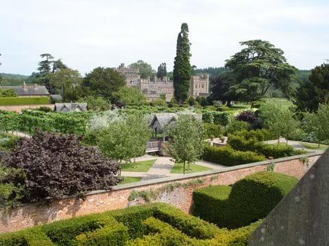 Hampton Court (image: John Chapman)