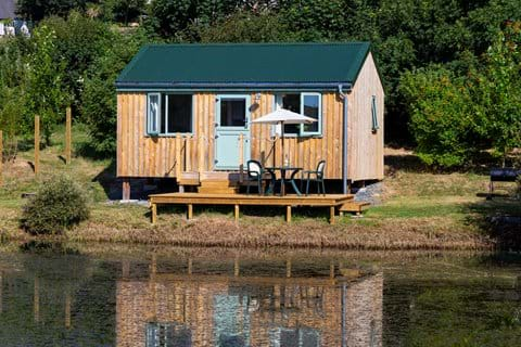 Sandpiper wooden hut accommodation overlooking the lake