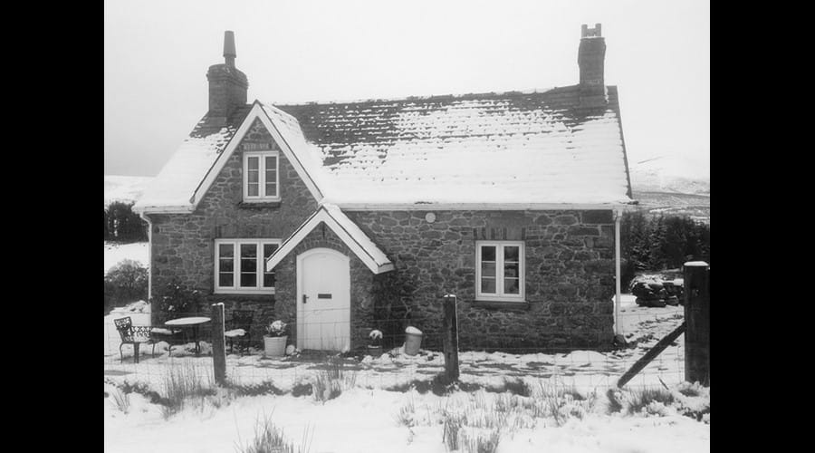 The cottage is lovely whatever the weather!