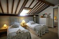 Twin room en suite main bed and breakfast Cottage.