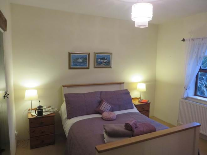 Mullaghduff Thatched Cottage, double bedroom with ensuite