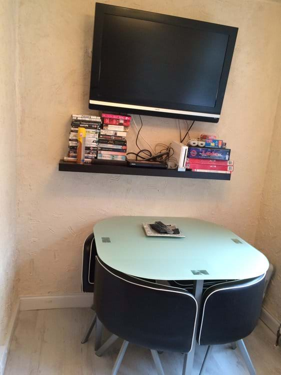 Flat screen TV with Wii and Dvd player. Plenty of games and books