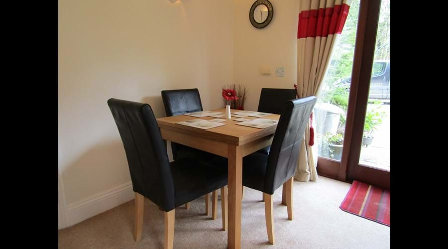 Expandable Oak dining table with leather chairs