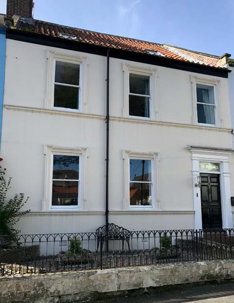 Spacious Georgian house in central Whitby with 3 private parking spaces opposite