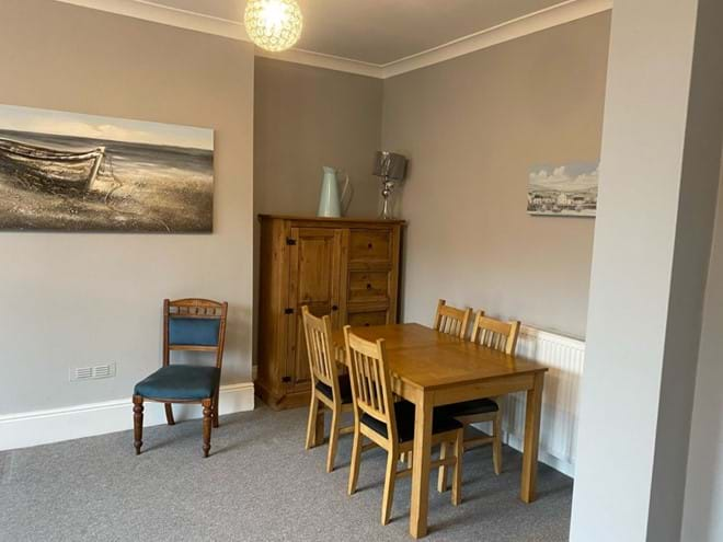 Home from Home Portsmouth - Extendable dining table