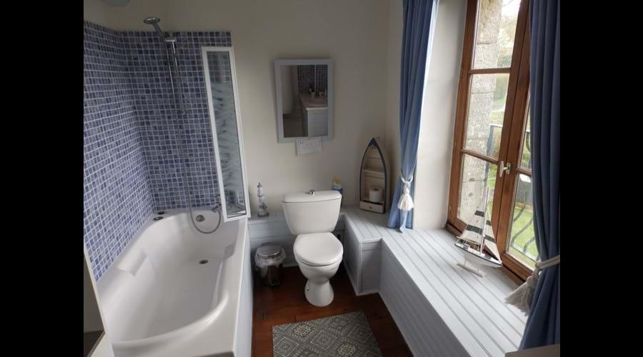 Farmhouse - 1st floor main bathroom