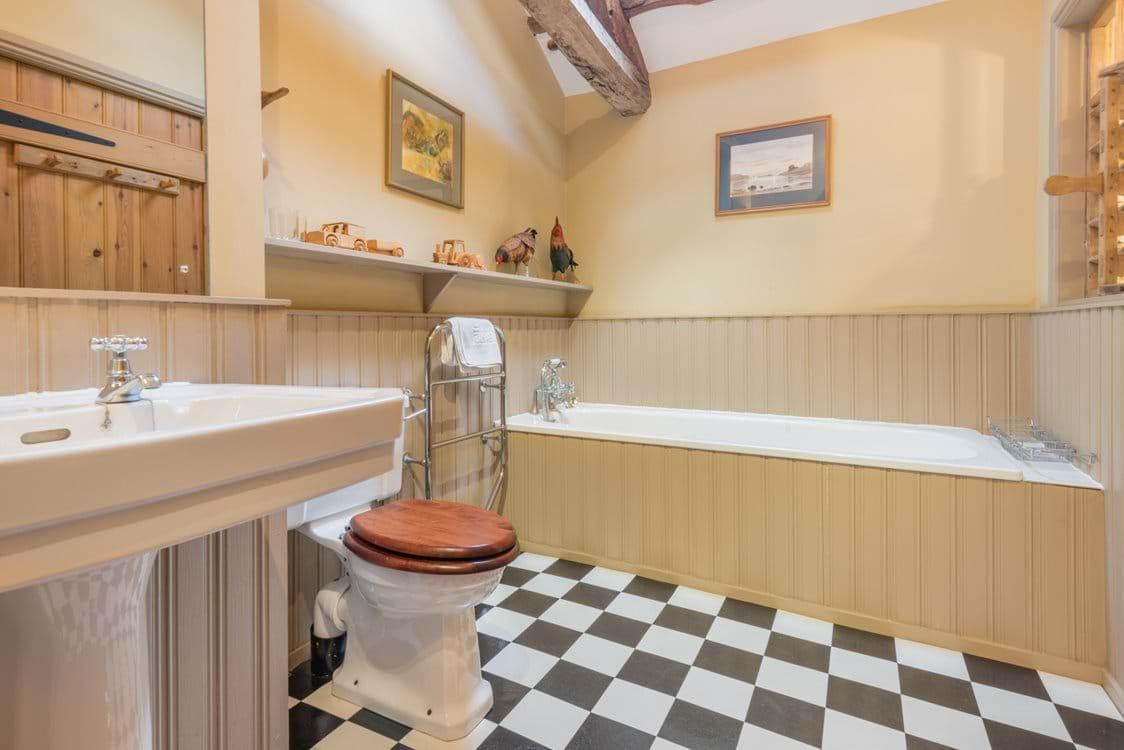 the en suite bathroom for the twin bedroom
