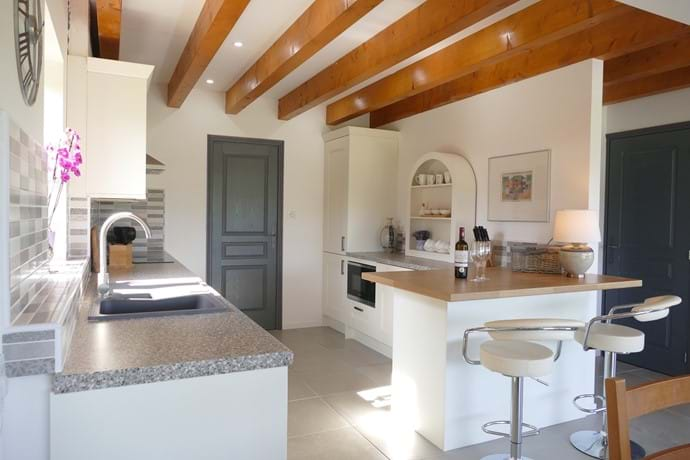 Le Noyer kitchen with its breakfast bar and stools