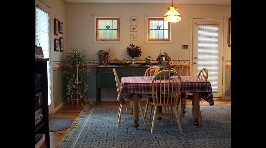 The dining room table easily expands to allow 8 people to dine comfortably.