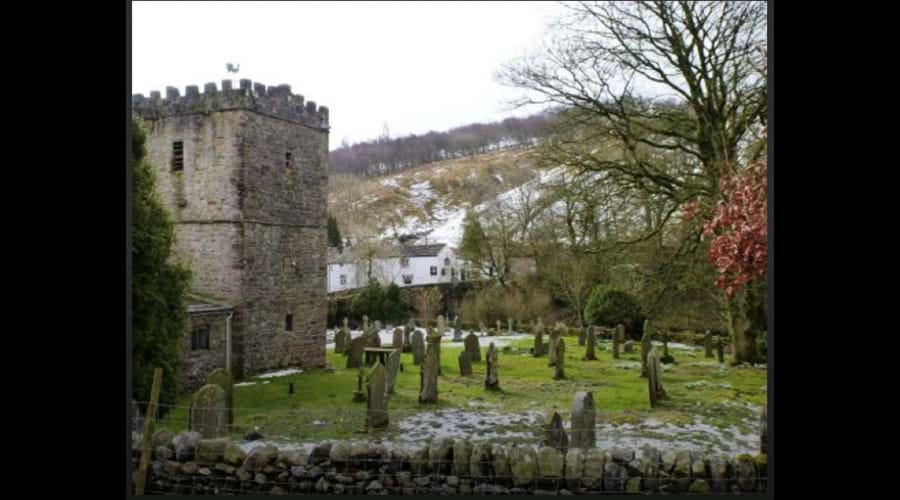 image-of-church-yard-church-and-the-george-inn