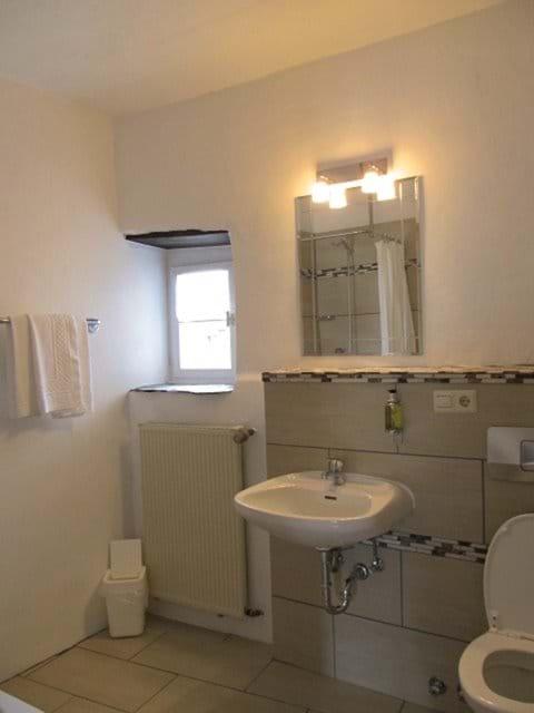 Apartment Kerner - En Suite Shower Room and WC