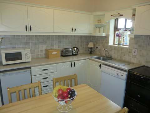 Mullaghduff Thatched Cottage, kitchen